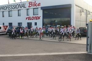 Foto dei circa 20 stradisti e bikers presenti.